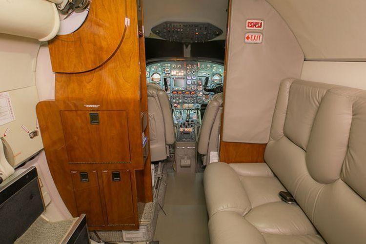 Falcon 10/100 Private Jet